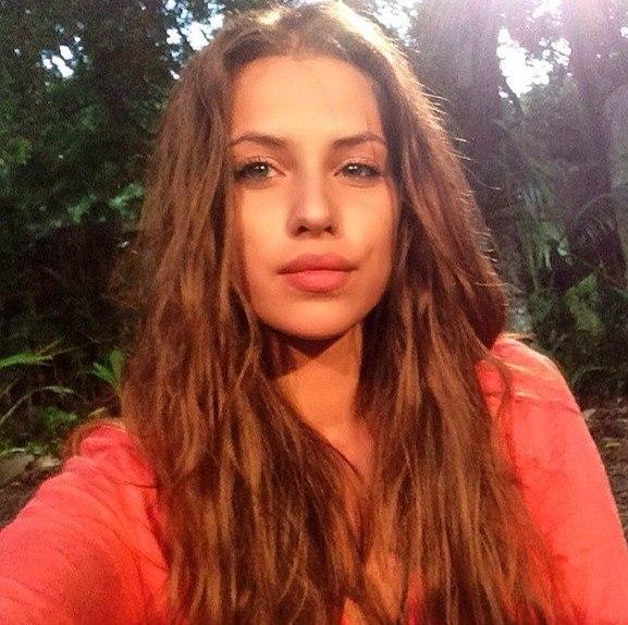 Блоги участников Дома 2: Александра Артемова— Алёна-бесстыжая мамаша,бросила ребенка и гуляет по проектам...разве это нормально ???