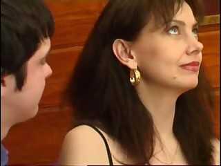 40 летняя дама устроила родео на молодом любовнике онлайн